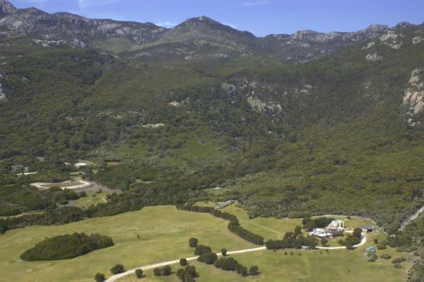 124935 Kirkhope Aviation Tourism Tasmania Wilderness Retreat