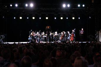 Opera At Uluru Orchestra Voyages Indigenous Tourism Australia